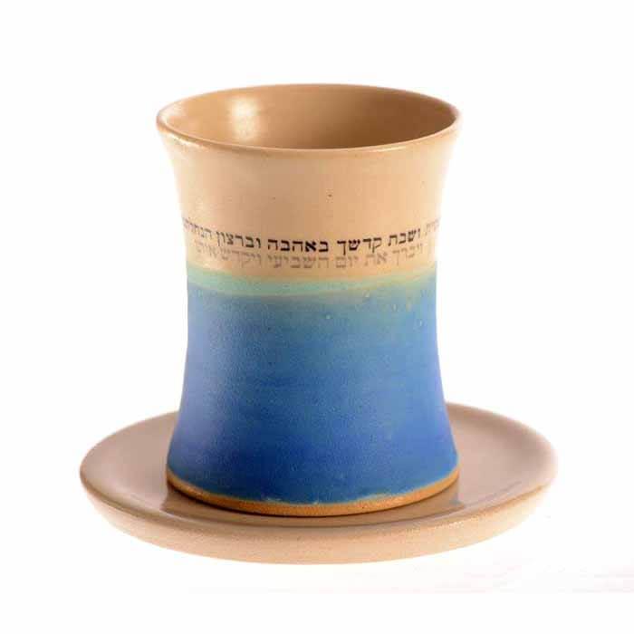 גביע לקידוש מקרמיקה בצבע כחול קרם - עבודת יד של מיכל בן יוסף.