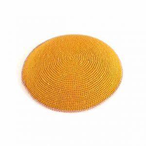 כיפה סרוגה עבודת יד - צהוב חרדל פס אפור