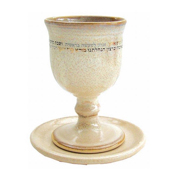 גביע קידוש מקרמיקה לבן קרם עבודת יד של מיכל בן יוסף רוכשים רק בחנות של טלית נאה!